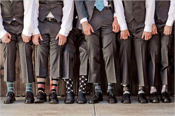 padrinos de boda con calcetines de colores