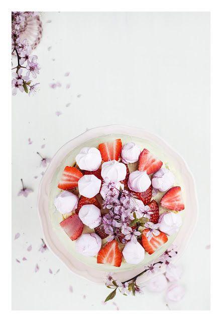 Strawberry & meringues cake