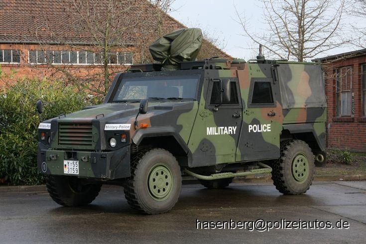 """Geschütztes Führungs- und Funktionsfahrzeug """"EAGLE IV"""" der Feldjäger."""