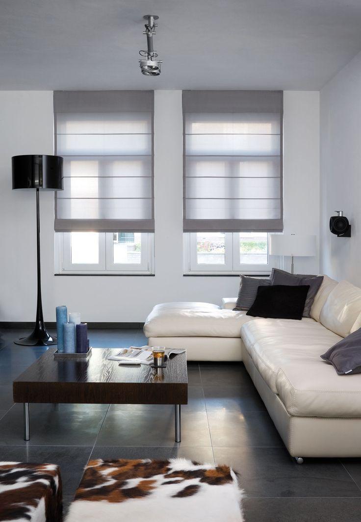 Mooie strakke woonkamer met vouwgordijnen