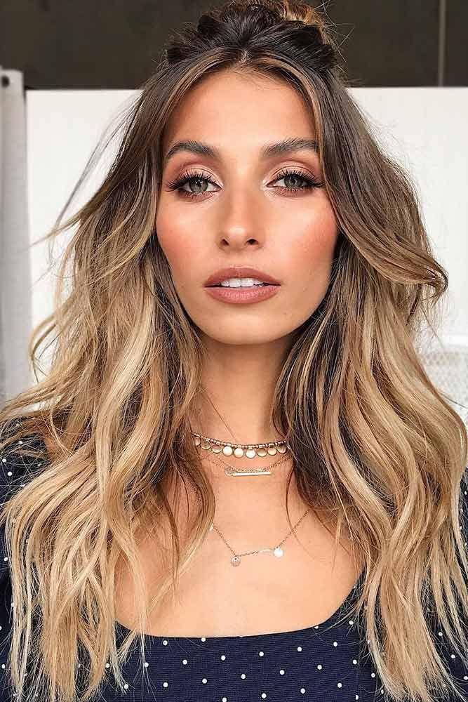 Svetlo smeđa nijansa kose uskladjena sa šminkom
