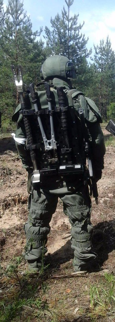 Back of Russian military engineer [387 1080]