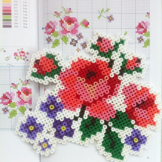 Flowers hama perler beads (cross stitch pattern) by windmuehle21