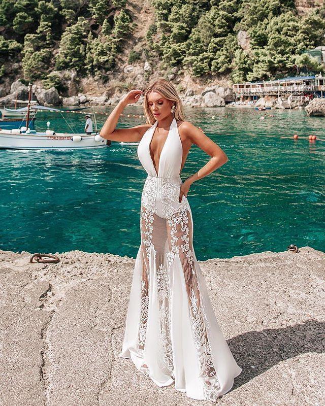 449a9acd4 Direto da Costa Amalfitana um dos looks mais lindos que você verá nesse fim  de ano  vestido Gladis sereia com trans…