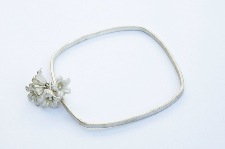 Caracus flower bracelet available at Craft Victoria,  20/17 Gallery Sydney.