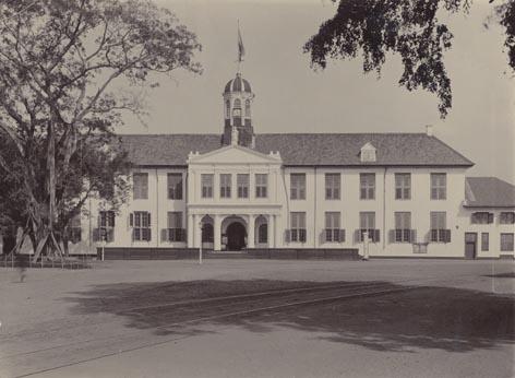 -Batavia: Town Hall (built 1710) 1910.