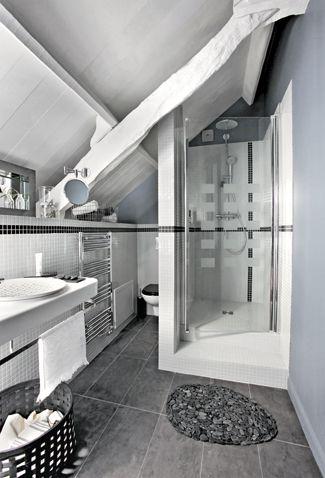 Une salle de bains dans un petit coin - après relooking : http://www.maison-deco.com/conseils-pratiques/avant-apres/Une-salle-de-bains-dans-un-petit-coin