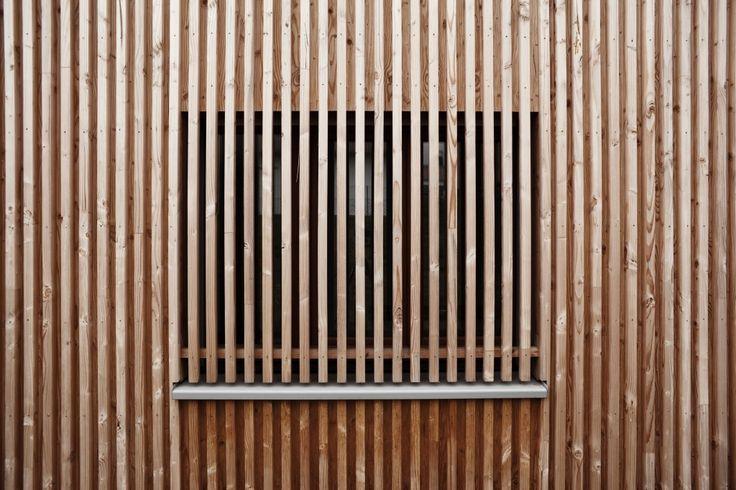Les 25 meilleures id es concernant bardage bois vertical for Fenetre yonne