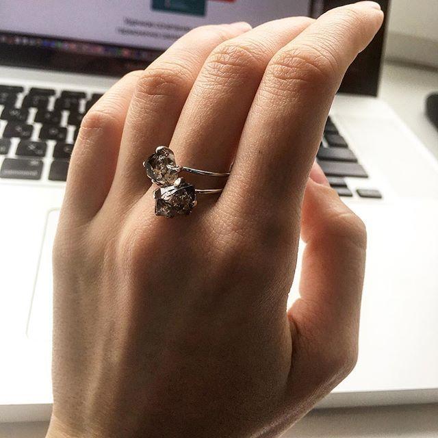 Невозможно оторваться 🙈 2 и 3 карата Delicate ring в белом золоте 🌙Офис Ringstone Казарменный переулок 6, м. Чистые Пруды www.ringstone.ru WhatsApp +7 9257363566