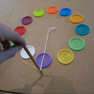 Kartondan Saat Nasıl Yapılır? ,  #kartondansaatörnekleri #kartondansaatyapalım #kartondansaatyapma , Oyun hamurlarının kapaklarını kullanarak çok güzel geri dönüşüm olan kartondan saat nasıl yapılıronu anlatacağız sizlere. Eğer küç...