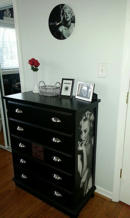 Marilyn Monroe dresser...made with a free dresser, poster, and a lot of Pinterest inspiration!