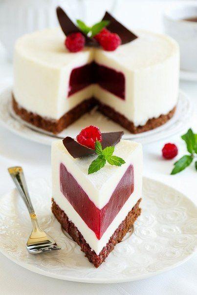 http://amazing-food.ru Сливочно-малиновый торт-суфле. … вкуснейшее желе, да еще на контрасте со сливочным муссом и шоколадным бисквитом… Очень вкусный получается торт! Вам потребуется: Для теста: - 2...