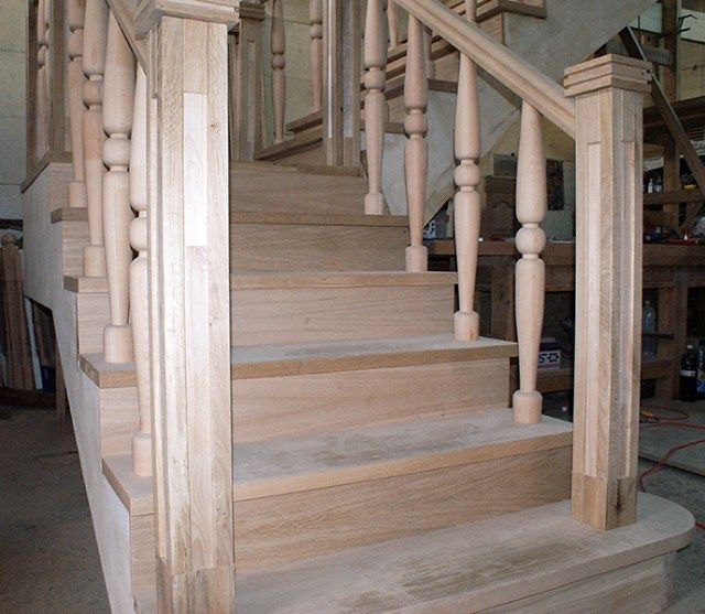 atelier Mai jos gasiti imagini din atelierul nostru de tamplarie scari din lemn, de la montaj sau in diferite etape de executie si prelucrare manuala.