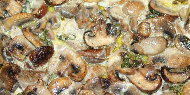 Fremragende aftensmad, hvor lækker svinemørbrad hygger sig i en cremet sovs med en delikat sammensætning af krydderurter.