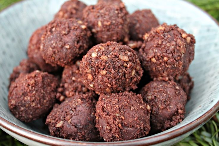 Opskrift på dejligt cremede chokoladetrøfler med kaffe - skøn som julekonfekt eller som petitfour til aftenkaffen.