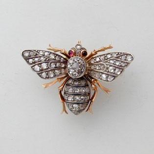 A VICTORIAN ROSE-CUT DIAMOND SET BEE BROOCH