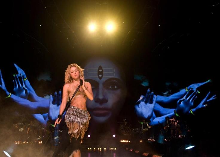 Shakira Isabel Mebarak Ripoll  Cantante, Compositora, Productora y Filántropa  Vive en España