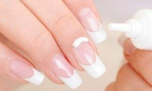 Manicure em casa: Veja como o hidratante pode ajudar você na hora de limpar os cantinhos das unhas