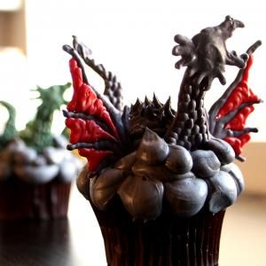 Channel the Mother of Dragons as you create your own cupcakes inspired by Game of Thrones. Get stencils here.
