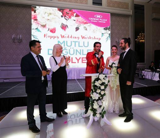 Otelimizin genel müdürü Aykut Bakay ve satış direktörü Şule Altıntaş Mutlu Düğünler Atölyesi'ndeki temsili nikahın şahitleriydiler. #mutludüğünleratölyesi #crowneplazaoryapark #cporyapark #düğün #etkinlik #kına #nişan #gelin #damat #düğünhazırlıkları #düğünorganizasyon #kırdüğünü #düğünmekanı #dans #nikah #dekorasyon #düğündekorları #gelinlik #gelinliktasarımı #duvak #gelinduvağı #gelinsaçı #gelinmakyajı #düğünöncesi #gelinlikmodelleri #trend