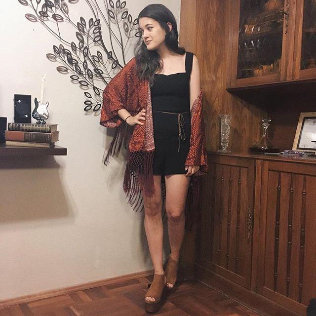 Fiesta formal y este es el look. Convino con el fondo. 😂🎉💖. Me encanta este kimono de @forever21 . . . #lookdefiesta #lookdehoy #lookdeldia #ootd #outfitoftheday #partyon #party #brown #fashion #forever21 #kimono #body #zara #makeup #kyliecosmetics #cosmetica #maquillaje #myself #me #oranje #outfit #bloggeruruguay #uruguay #fashionblogger #fashion #blogger #lifestyle #lifestyleblogger