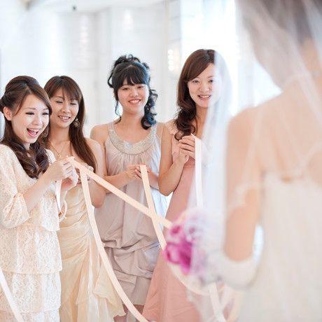 LAGUNAVEIL SENDAI(ラグナヴェール仙台)|結婚式場写真「挙式後のブーケプルズは人気の演出の一つ」 【みんなのウェディング】