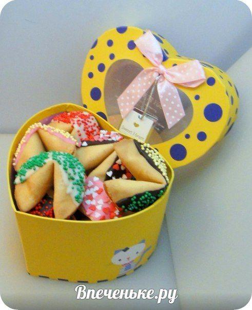 Думаю любой девушке понравится такой подарок :) печенья с предсказаниями в шоколаде и в красивой сердечной коробочке ;) #впеченьке #впеченькеру #печеньеспредсказаниями #печеньеудачи #fortunecookies