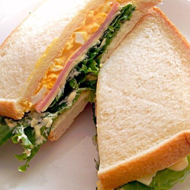 卵、チーズ、ハム、レタスをサンドしました(o^^o) - 138件のもぐもぐ - サンドイッチ by mana19940517