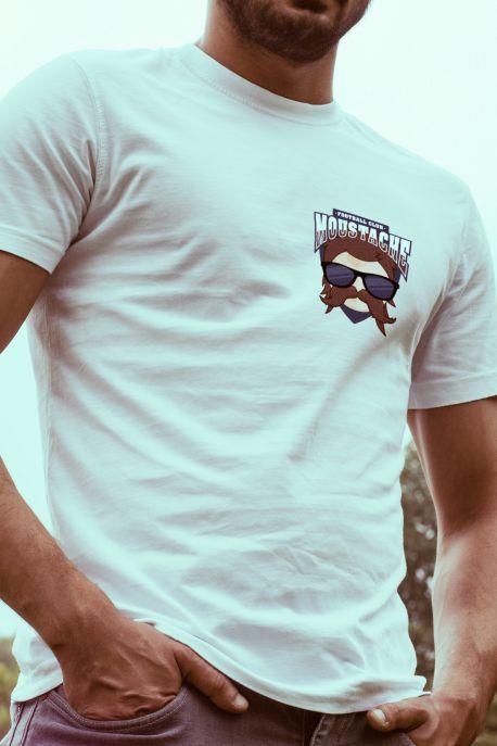 ⚽ T-shirt Moustache FC ⚽ 100% Bio ➜ Exclusivité sur Le T-shirt Foot: retrouvez le modèle Moustache FC. Livraison gratuite sur toute la France métropolitaine