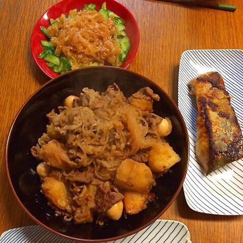 昨日は近所のスーパー半額祭りやったので総菜やらお寿司買ってきた〜୧⍢⃝୨⚑゛ 中華クラゲ大好きな小学6年男子です。 - 2件のもぐもぐ - ★肉じゃが★秋しゃけのムニエル★きゅうりと中華クラゲ by kate397