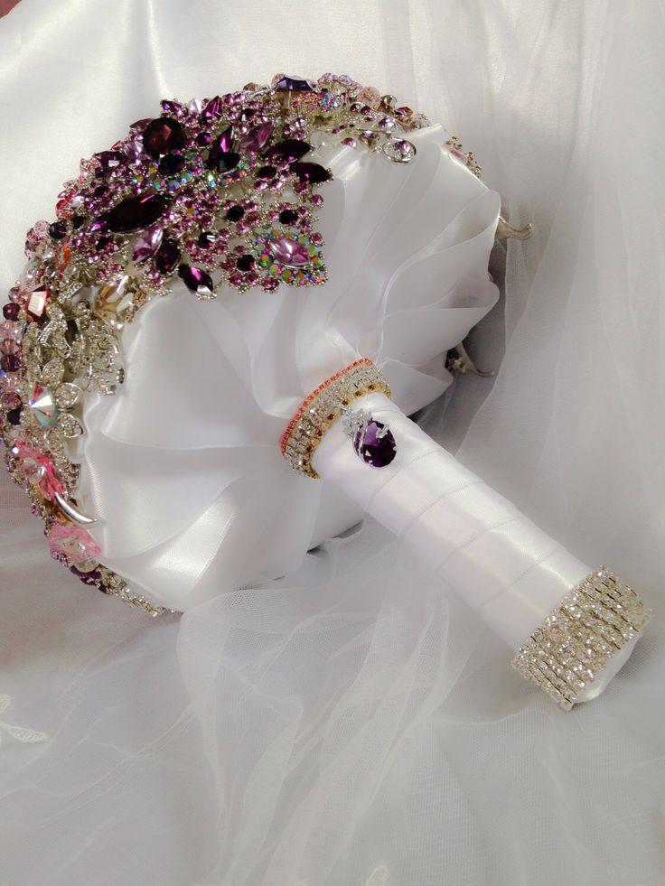 Rosa viola spilla Bouquet da sposa. Deposito il fatto ordinare Broach Bouquet da sposa di diamante di cristallo Bling. Spilla gioiello Bouquet di NatalieKlestov su Etsy https://www.etsy.com/it/listing/208072887/rosa-viola-spilla-bouquet-da-sposa