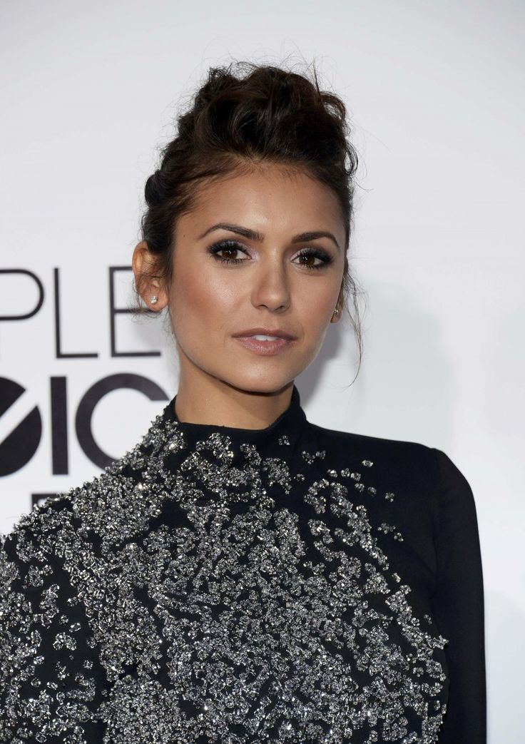 Hairstyle How-to: Nina Dobrev At The 2014 People's Choice Awards