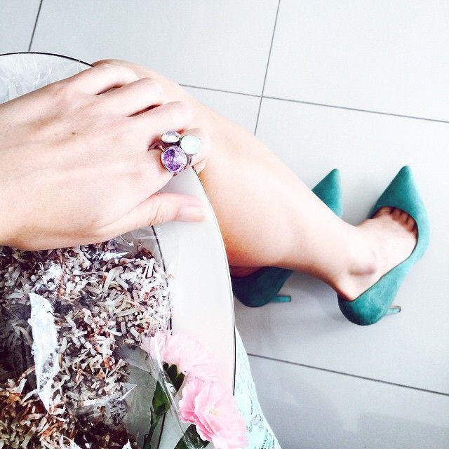 Last week's baby shower vibes ~ everything must match! 😜👗🌸💍 #babyshower #matchymatchy #lamingtons #bling #violet #mint #chrysoliteopal  #AuroraBorealis #SwarovskiCrystal #Swarovski