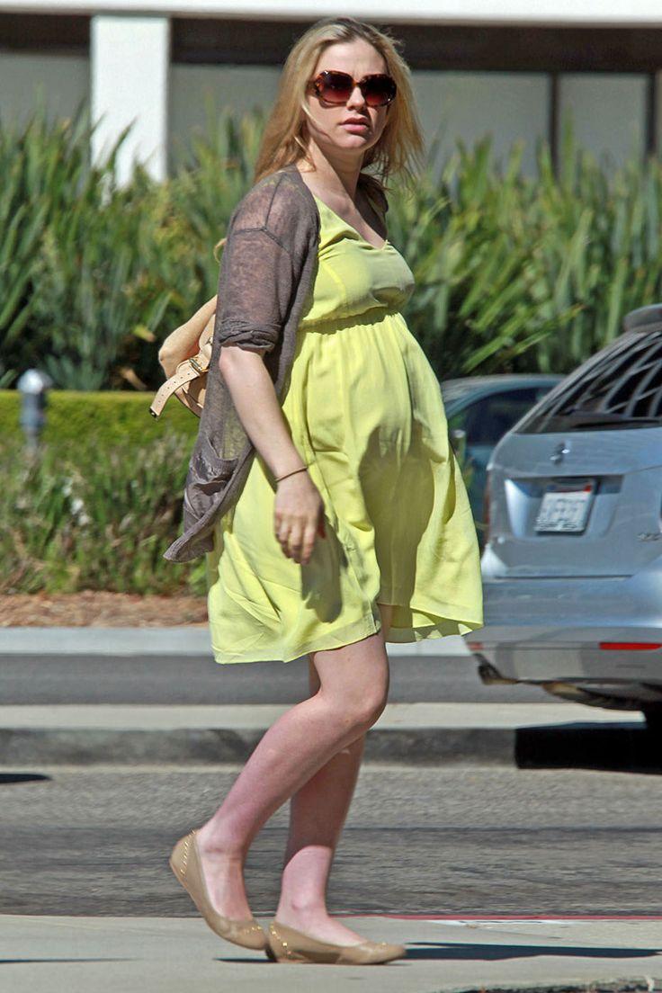 74 best Celebrities - pregnancy street wear images on Pinterest ...
