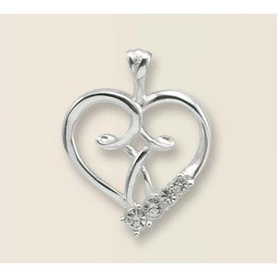 Een mooie ketting (verzilverd) in de vorm van een hartje, met zilverkleurige steentjes. Lengte ketting: ca. 45 cm.