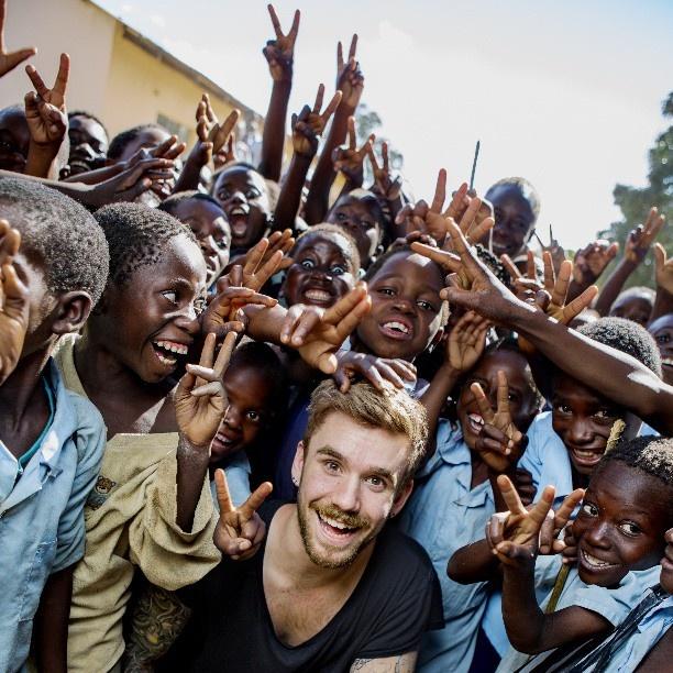 På søndag etter idolfinalen kjører vi i gang #idolgirtilbake på Tv2 i samarbeid med @plannorge. Jeg har vært i Zambia og møtt noen fantastiske folk! Et nydelig sted som trenger litt hjelp fra deg. #idolnorge #idol - @stianblipp #webstagram