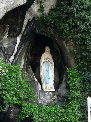 Virgen de Lourdes - © Manuel González Olaechea y Franco, Creative Commons Attribution-Share Alike 3.0 Unported