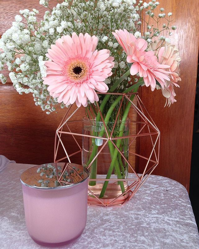 #pearlessencecandles Beautiful flowers from @bella.fiore.floral.designs as a backdrop to my pretty pink candle.  #pink #rosegold #gerberas #babysbreath #weddings #soy #weddingflowers #luxebride #pretty #luxurysoycandles #style #candles #rivergumcottagemarkets #pearlessence #weddinginspiration #bellafiorefloraldesigns #geometric #prettyinpink