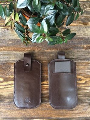 Кожаный чехол для телефона с кармашком для кредиток / Leather cover for smartphone with pocket for credit cards and IDs #theblackquail #borninUzbekistan