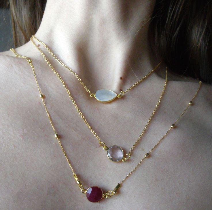Ασημένιες 925ο επιχρυσωμένες αλυσίδες με ημιπολύτιμες πέτρες.  Necklaces with silver 925ο gold plated chain and semiprecious stones.
