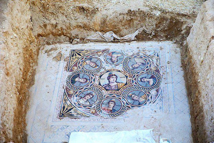 ancient-greek-mosaic-excavation-zeugma-3.jpg (700×467)
