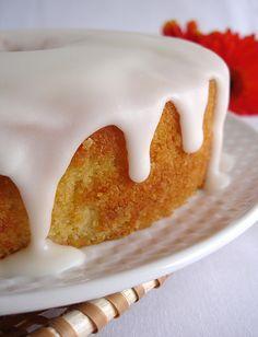 Coconut cake / Bolo de coco com casquinha de açúcar