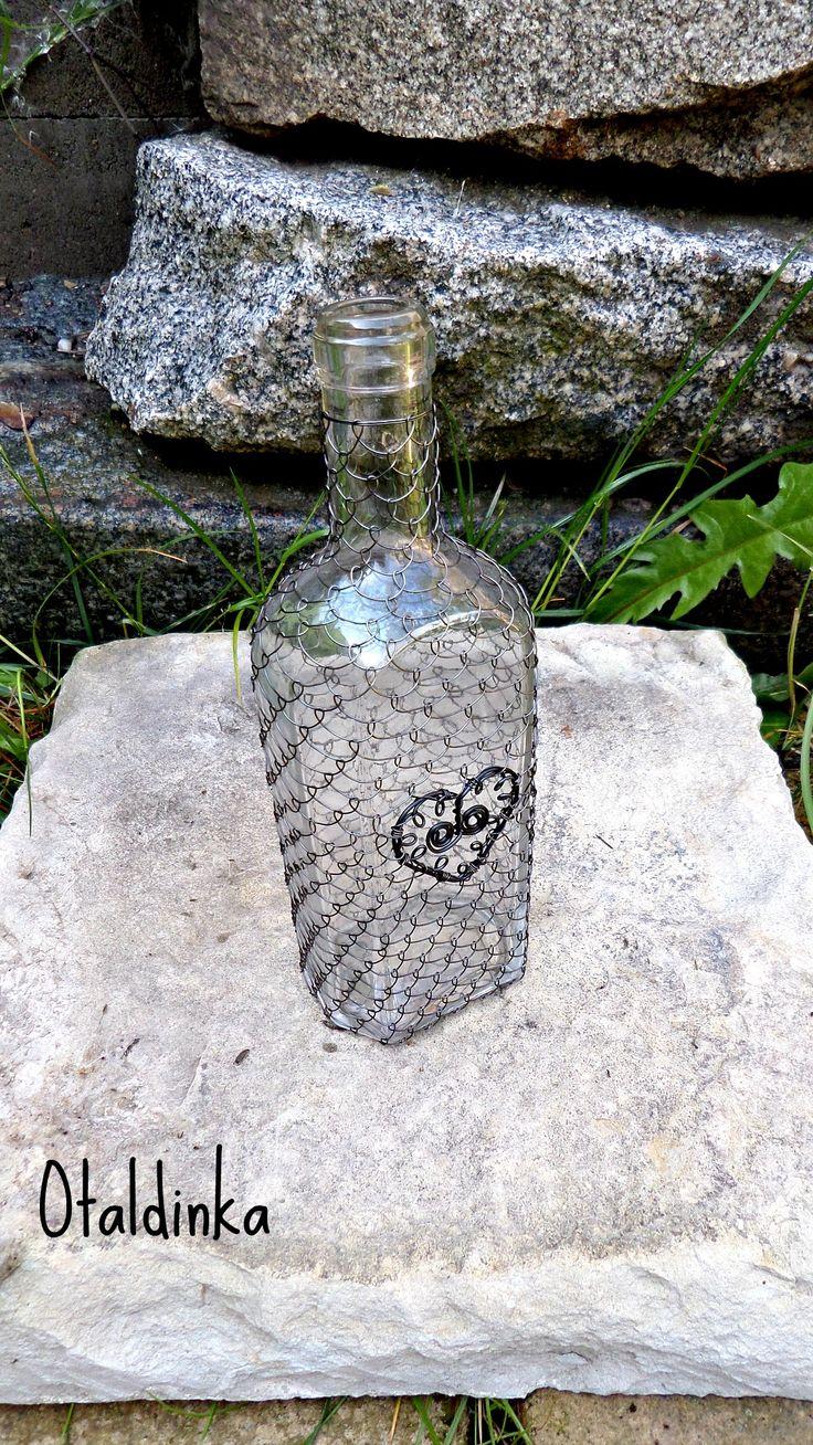 Odrátovaná láhev