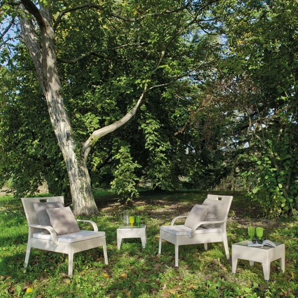 avantgarden irene lounge chair an elegant yet lightweight lounge chair it is extremely comfortable and resistant for lounging outdoors