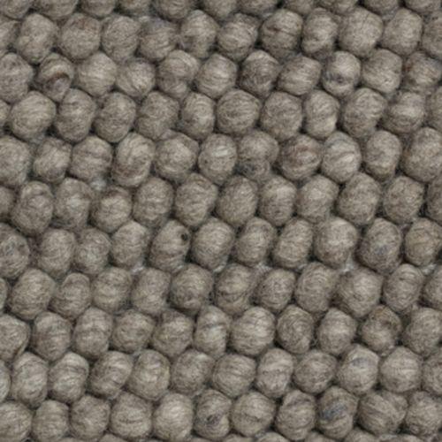 Peas er laget av hundrevis av små ullkuler, sydd sammen til et vakkert teppe med myk tekstur. HAY samarbeider med små, lokale veverier i India og Nepal, både for å gi sårt trengte arbeidsplasser og for å opprettholde et høyt kvalitetsnivå. Kom gjerne innom oss for å se på teppeprøver.Bestillingvare. Leveringstid ca 4-6 uker.80 x 140 cm80 x 200 cm140 x 200 cm170 x 240 cm100 x 300 cm200 x 300 cm