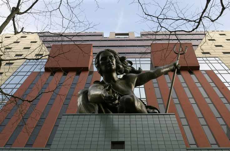 The Portland Building: Architect Michael Graves fiercely defends his controversial creation against demolition | OregonLive.com