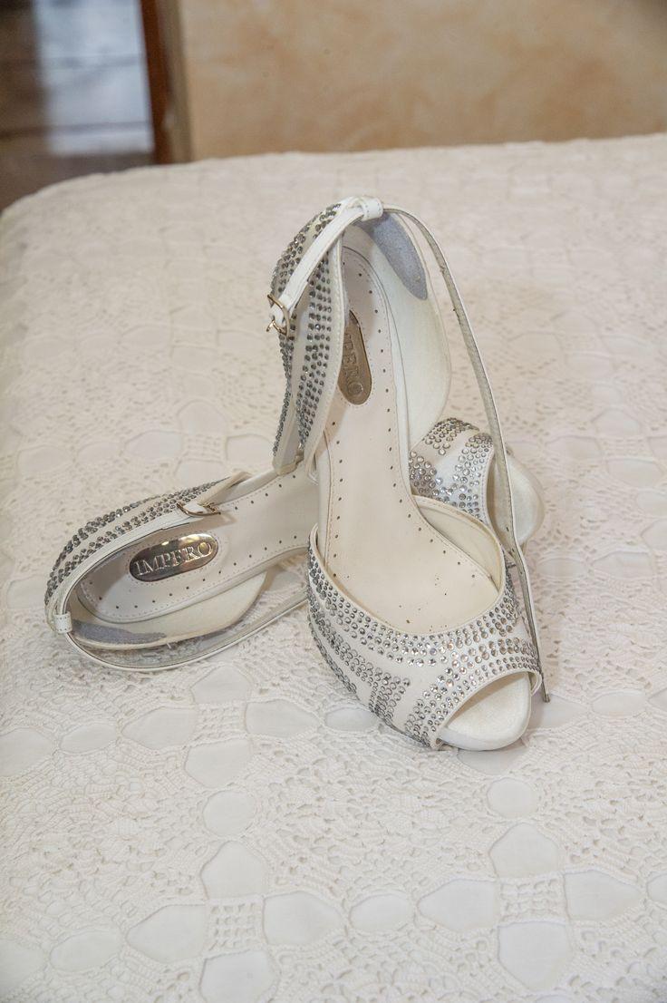 sparkly swarovsky wedding shoes for elegant and luxury wedding. Scarpe per matrimonio con applicazioni in swarovski, Brillanti e scintillanti per un matrimonio elegante e raffinato.