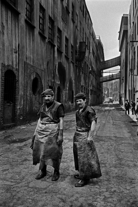 Ara Güler. Leather workers at Kazlicesme, Turkey 1990