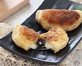 Mezzelune funghi e formaggio filante fatte in casa, veloci veloci