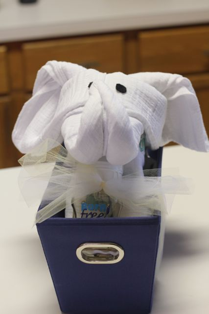 How to make towels into an elephant I've never been on a cruise, but I've seen plenty of pictures of those cute animals cruise ship teams make out of towels, and I've always thought they're pretty